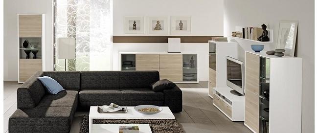Sofa de esquina modular combinado con una mesa minimalista blanca